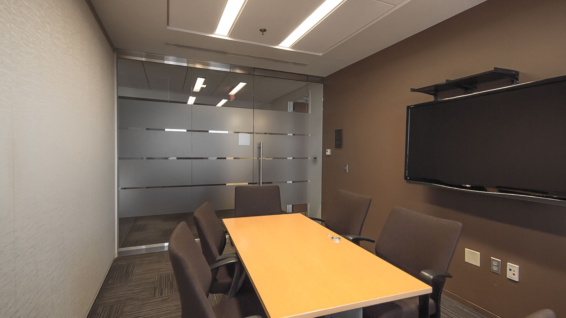BOOK A CONFERENCE ROOM Pro Suites - 6 person conference table